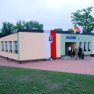 Zdjęcie budynku szkoły w Smolajny